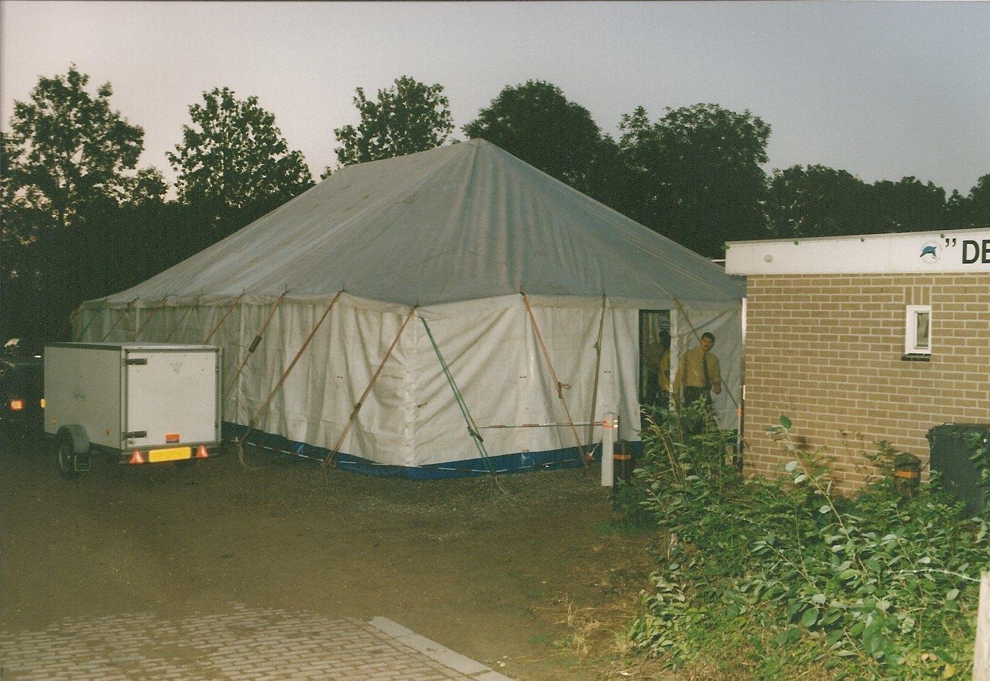 De tent naast het clubhuis tijdens het 25-jarig bestaan